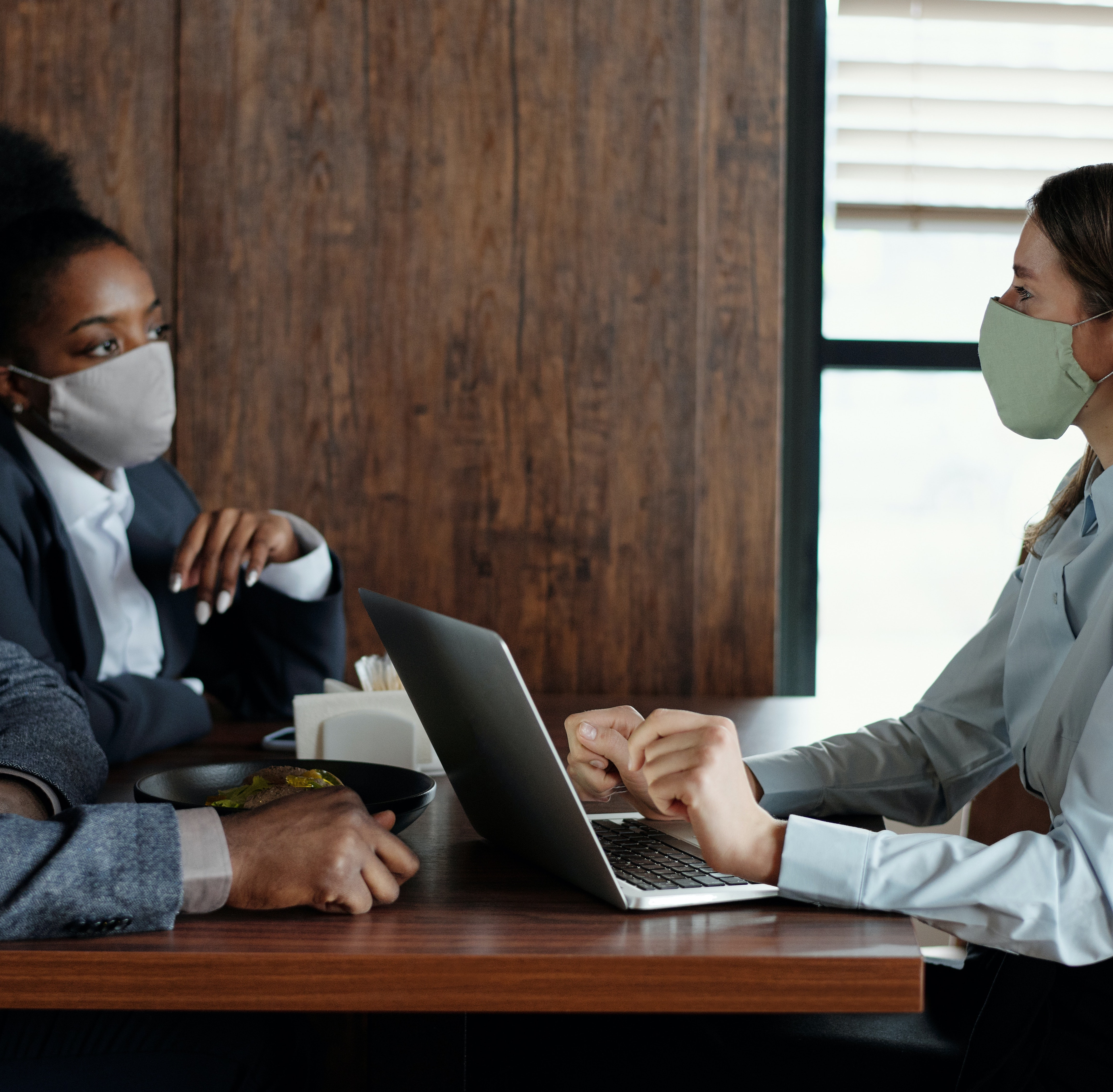 Meeting with 2 people in masks