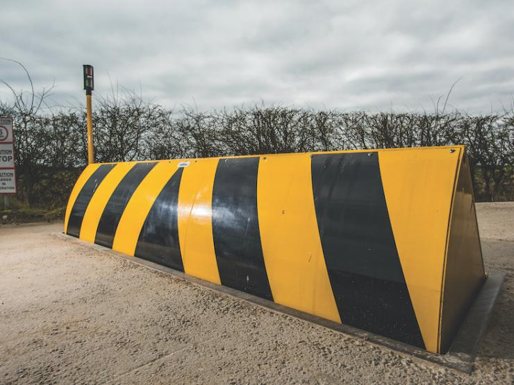 PAS68 880mm Roadblocker (M800CR4)