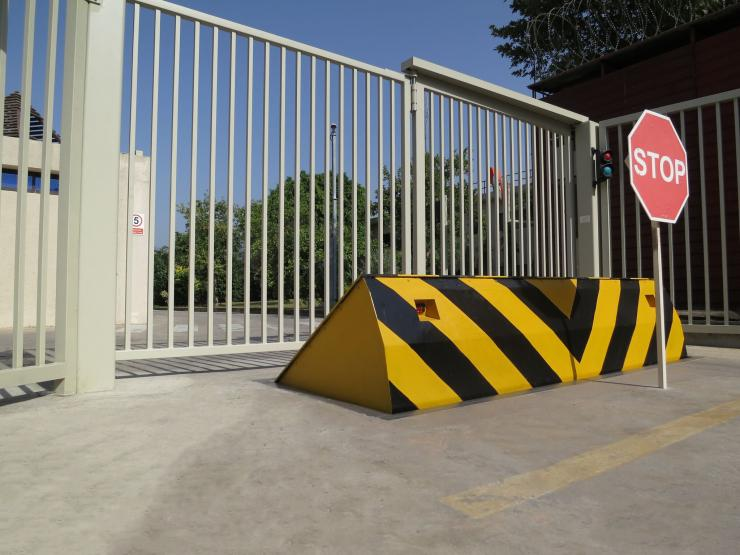 CSG 10503 Crash Tested Full Depth Road Blocker